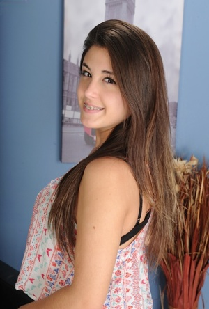 Brunette Teen Pics